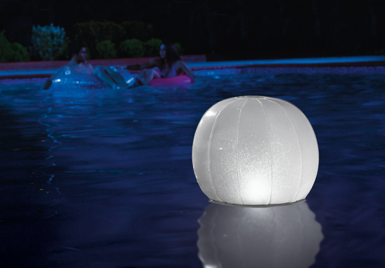 Elige las mejores luces led para tu piscina blog distria for Piscinas familiares desmontables