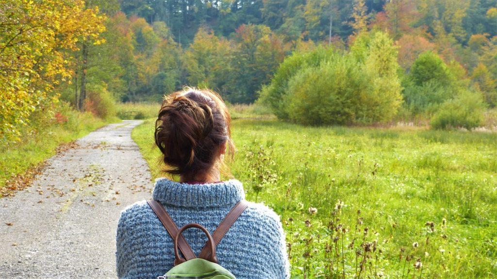 mujer paseo endorfinas