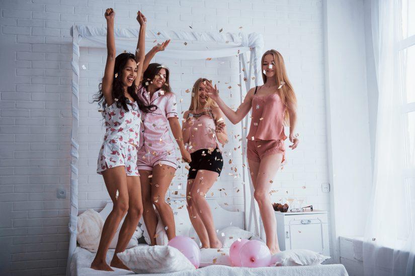 celebra-el-día-internacional-de-la-guerra-de-almohas-con-una-fiesta-de-pijamas